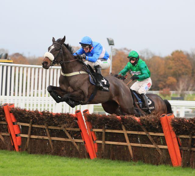Star Gate & Nico de Boinville win The Ballymore Winter Novices' Hurdle (Grade 2)