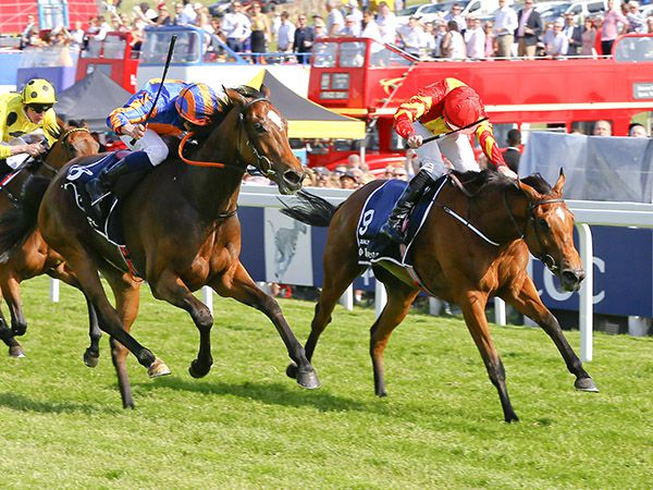 Qualify Beating Legatissimo in the Oaks (© Cranhamphoto.com)