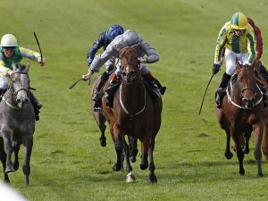 Rosdhu Queen (centre) winning the G1 Cheveley Park Stakes