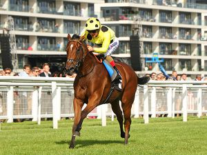 Yourtimeisnow winning at Newbury